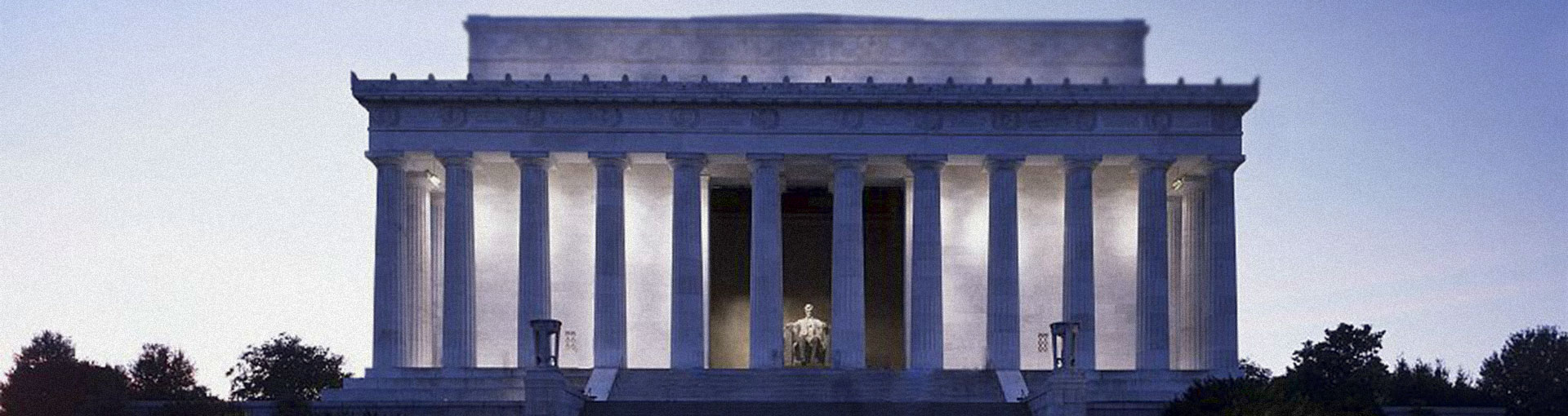 Lincoln Memorial monument at twilight.